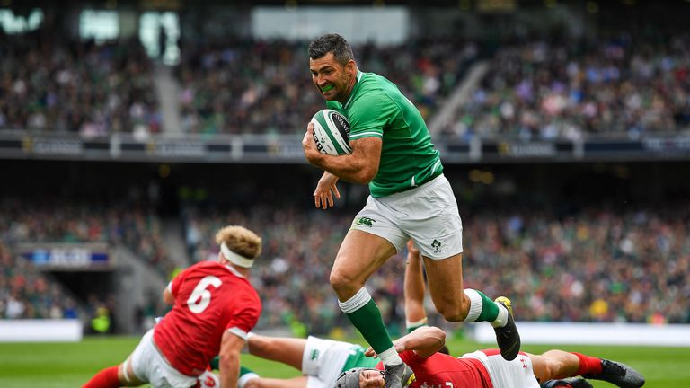 Rob Kearney scored his first try in 26 Tests as Ireland moved to No 1 in the world with victory over Wales in Dublin