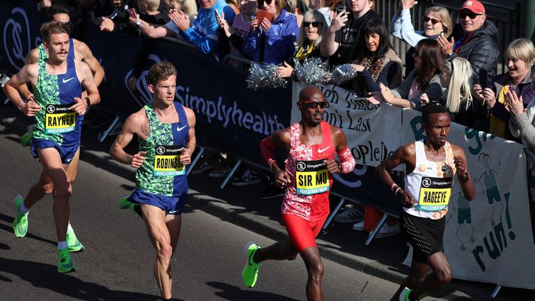 Mo Farah set a new record with his time of 59 minutes and six seconds