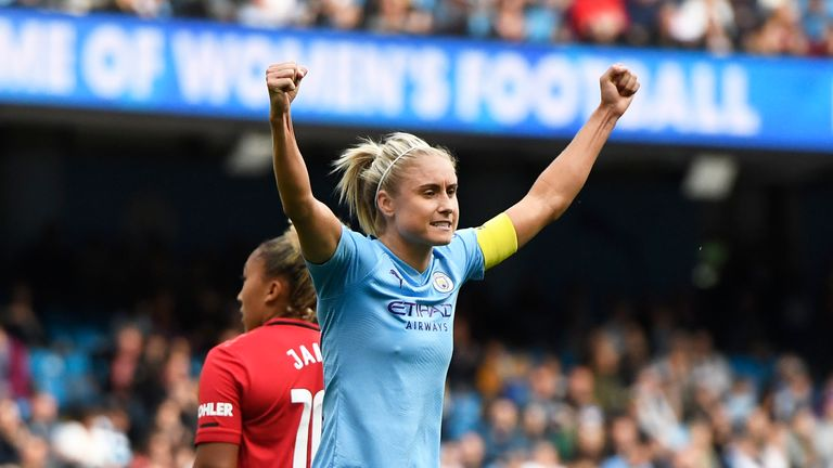 Manchester City Women edged out rivals Manchester United in front of a record WSL crowd
