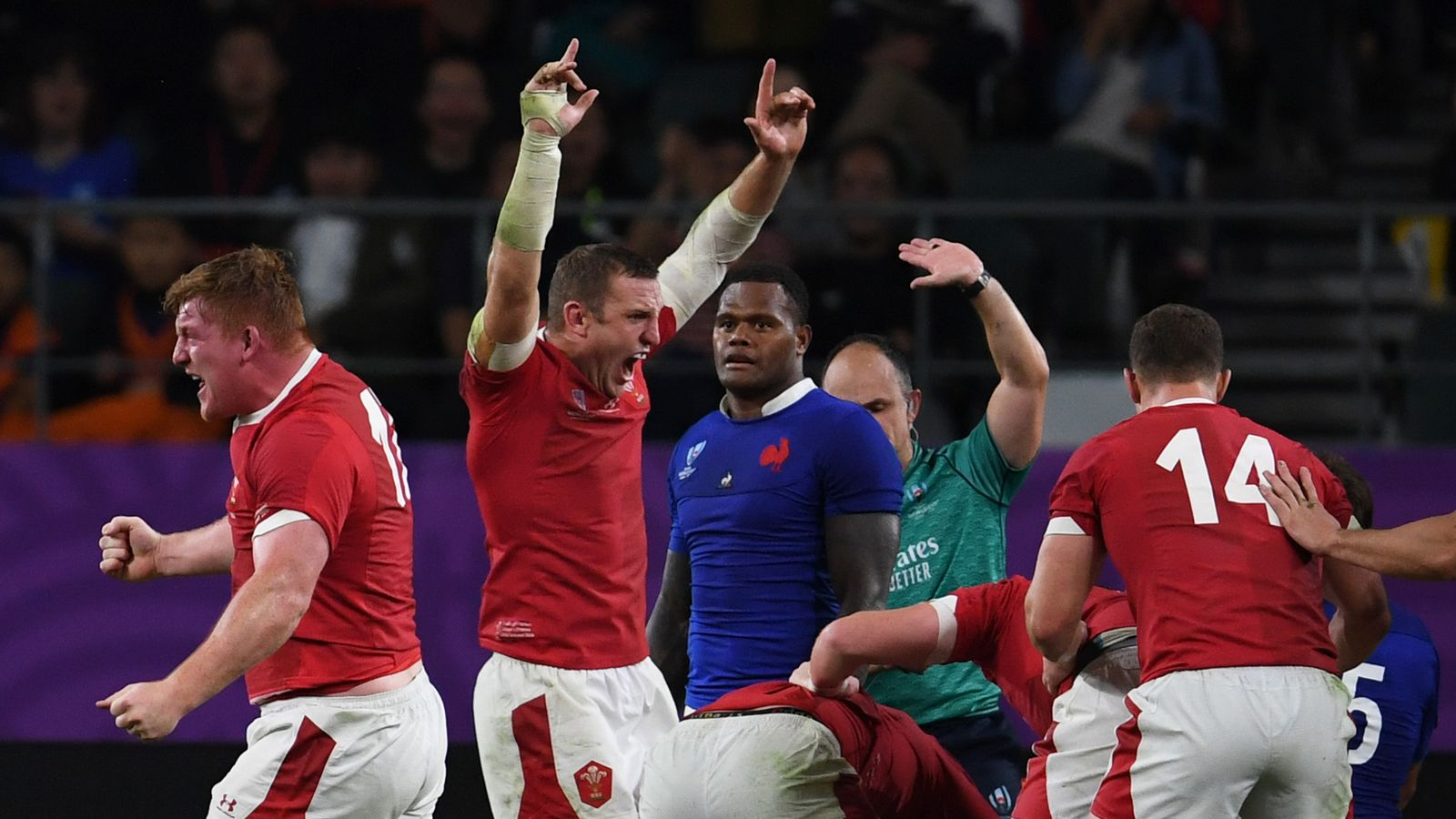 Wales 20-19 France: Ross Moriarty try seals win over 14-man France