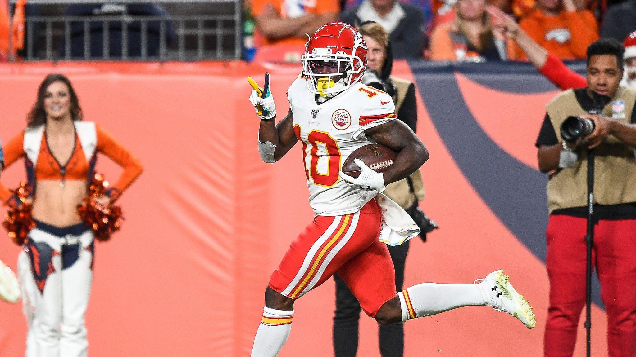 Patrick Mahomes injures knee as Kansas City Chiefs crush Denver Broncos