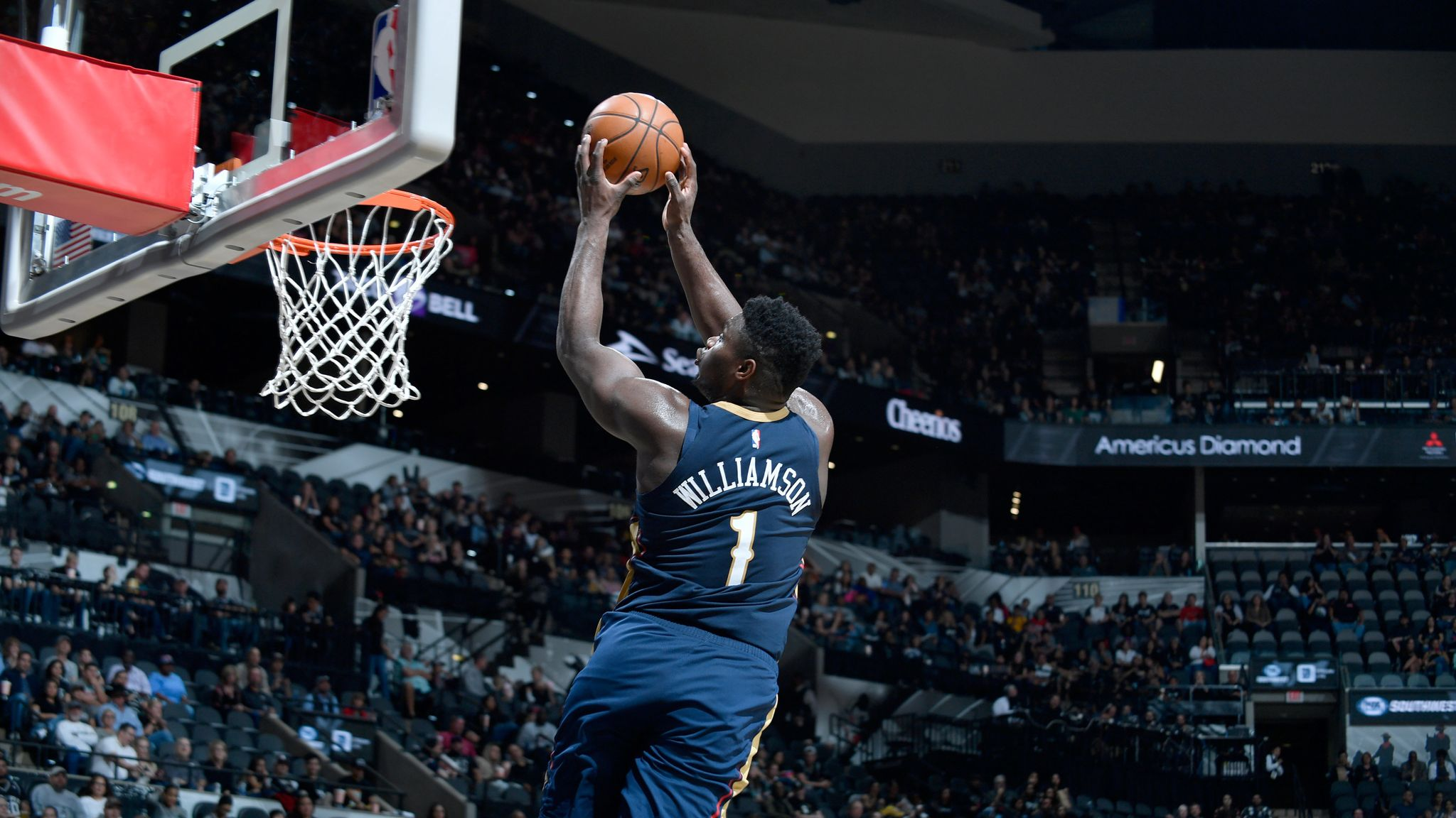 Zion Williamson completes alley-oop from long Lonzo Ball pass as Pelicans beat Spurs