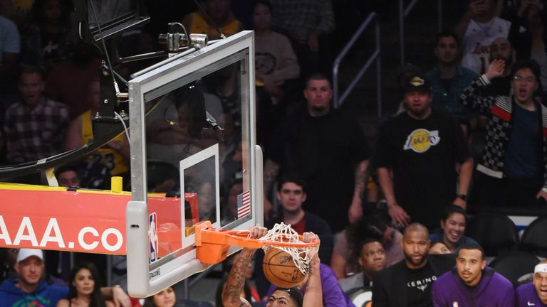 Anthony Davis soars for a dunk during the Lakers' rout of Memphis