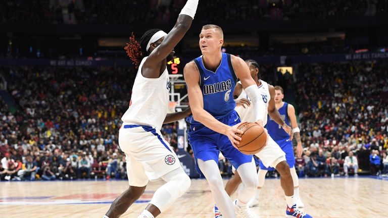 Montrezl Harrell guards Kristaps Porzingis