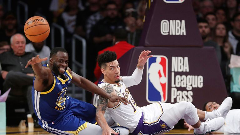 Draymond Green hustles for a loose ball against the Los Angeles Lakers