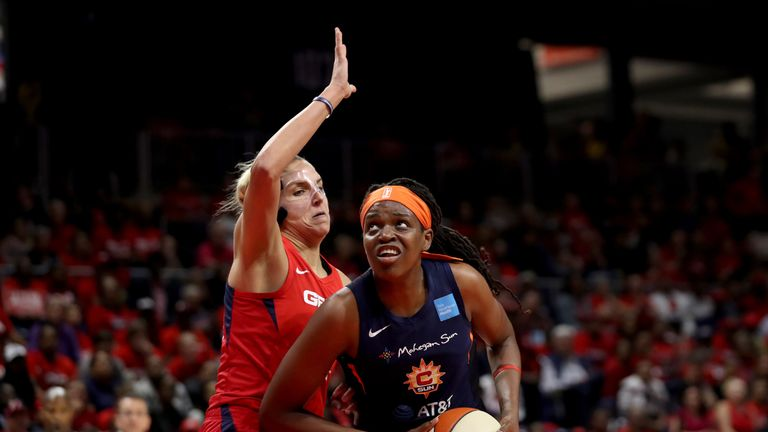 Elena Delle Donne guards Sun center Jonquel Jones