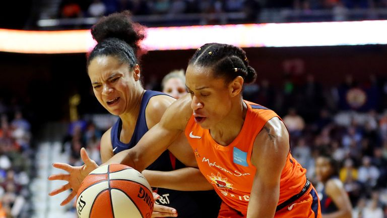 Kristi Toliver and Jasmine Thomas battle for possession during Game 4 of the WNBA Finals