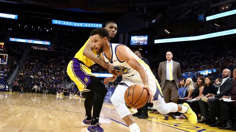 Stephen Curry drives baseline against the Lakers