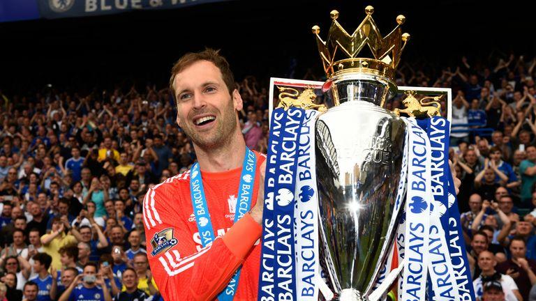 Petr Cech holding the Premier League trophy