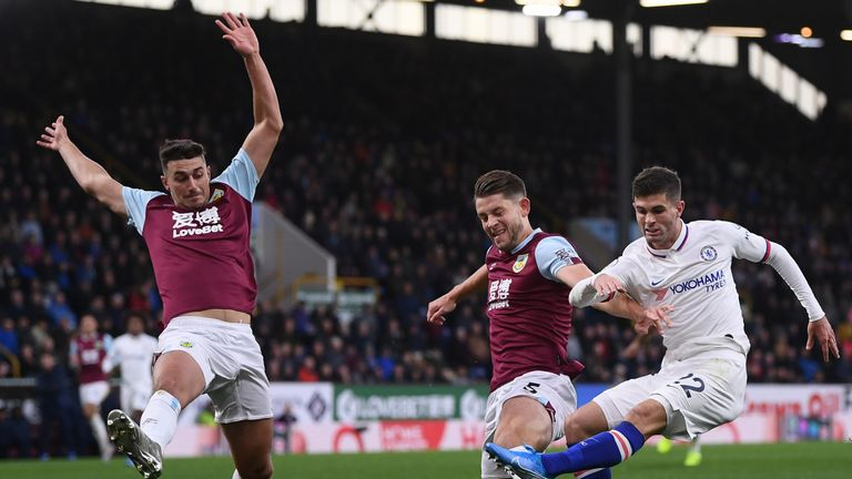 Christian Pulisic scores his first Chelsea goal to put them ahead at Burnley
