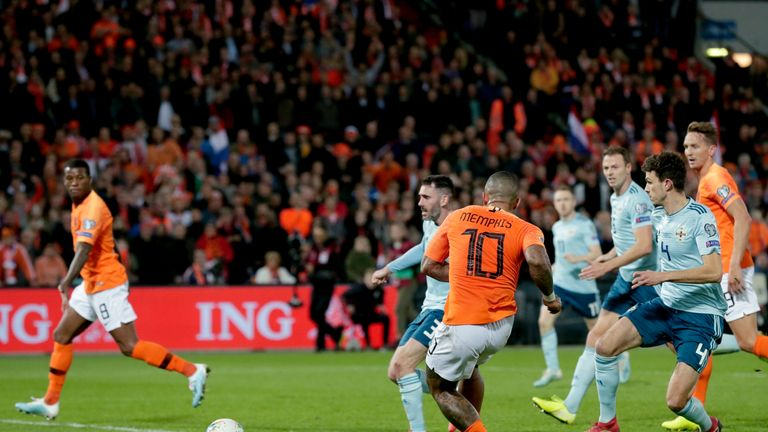 Memphis Depay secured the win late in injury time
