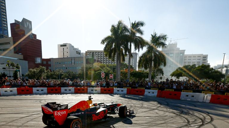 F1 reaches agreement to host Grand Prix in Miami