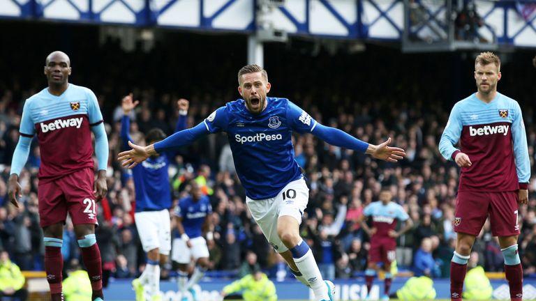 Gylfi Sigurdsson celebrates putting Everton 2-0 up
