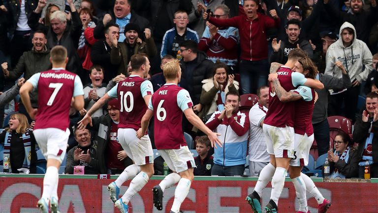 Jeff Hendrick of Burnley celebrates after scoring against Everton