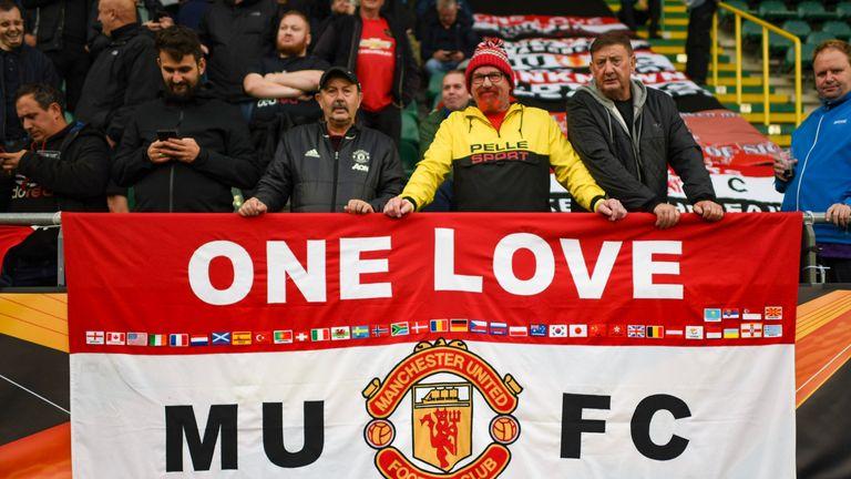 Manchester United fans have shown their backing for Solskjaer