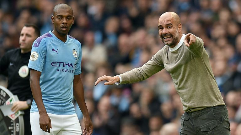 Pep Guardiola gives instructions to Fernandinho during the Premier League match vs Wolves