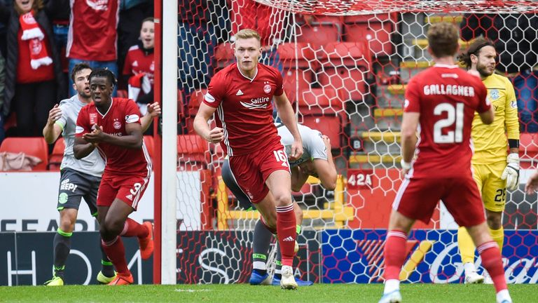 Sam Cosgrove made it 1-1 for Aberdeen against Hibernian at Pittodrie