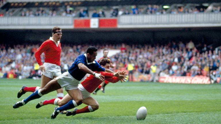 1991 - To'o Vaega scores for Western Samoa against Wales - Cardiff Arms Park [Dave Rogers, Getty Images]