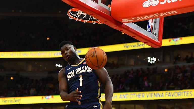 Zion Williamson throws down a dunk in the Pelicans' preseason over Chicago