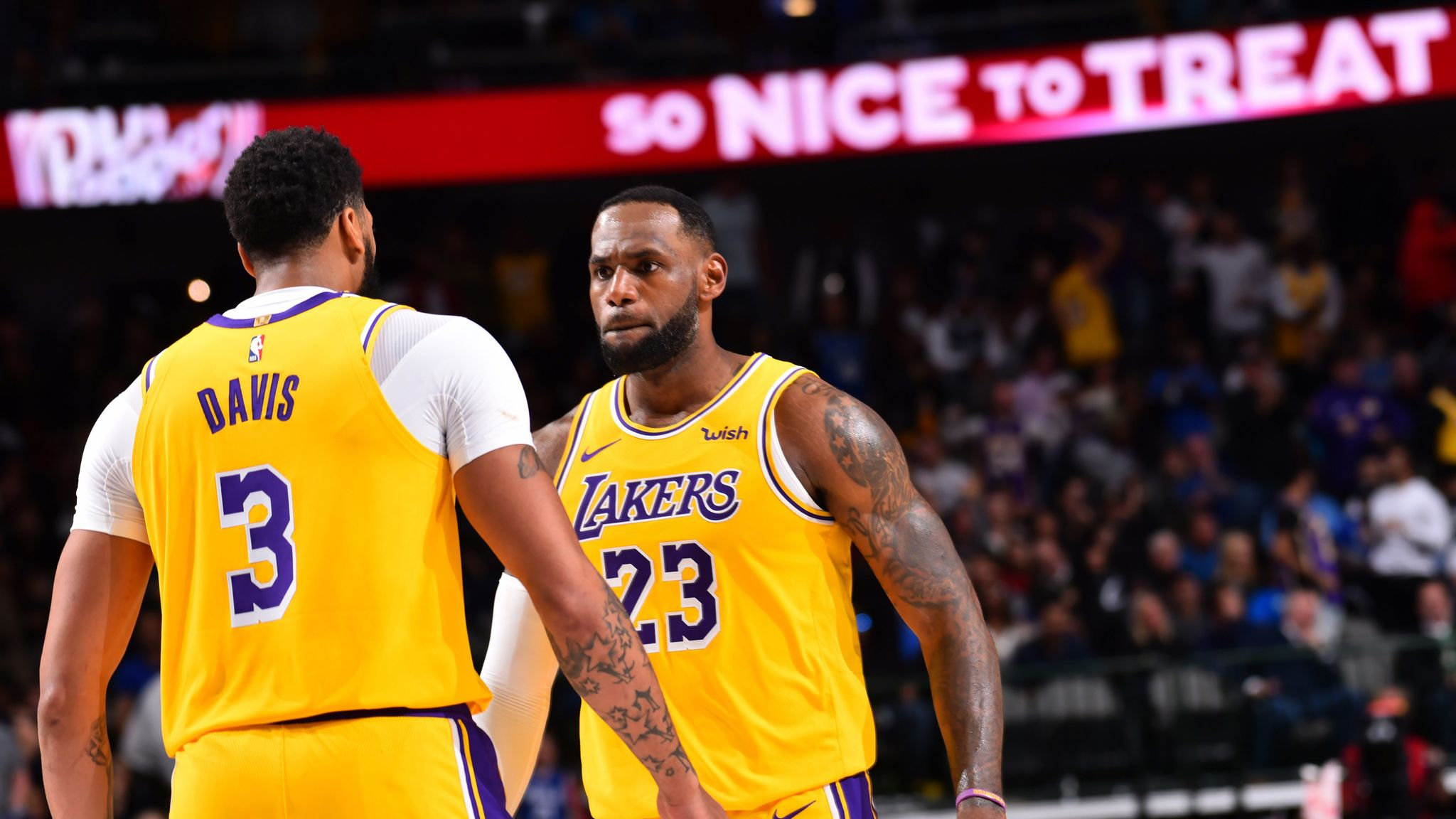 Lebron James Posts Triple Double In Lakers Ot Win Over