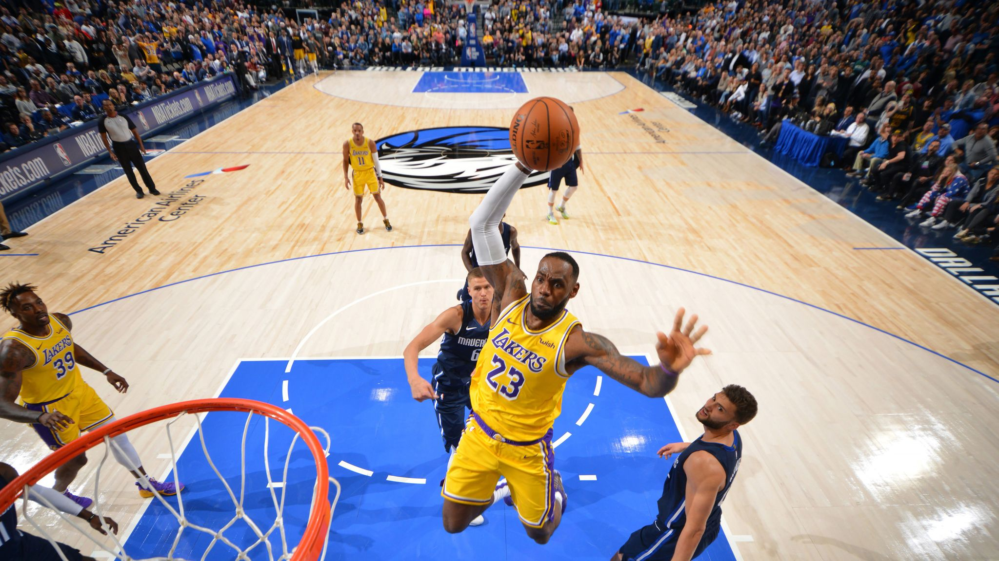 Los Angeles Lakers Host Struggling Golden State Warriors At