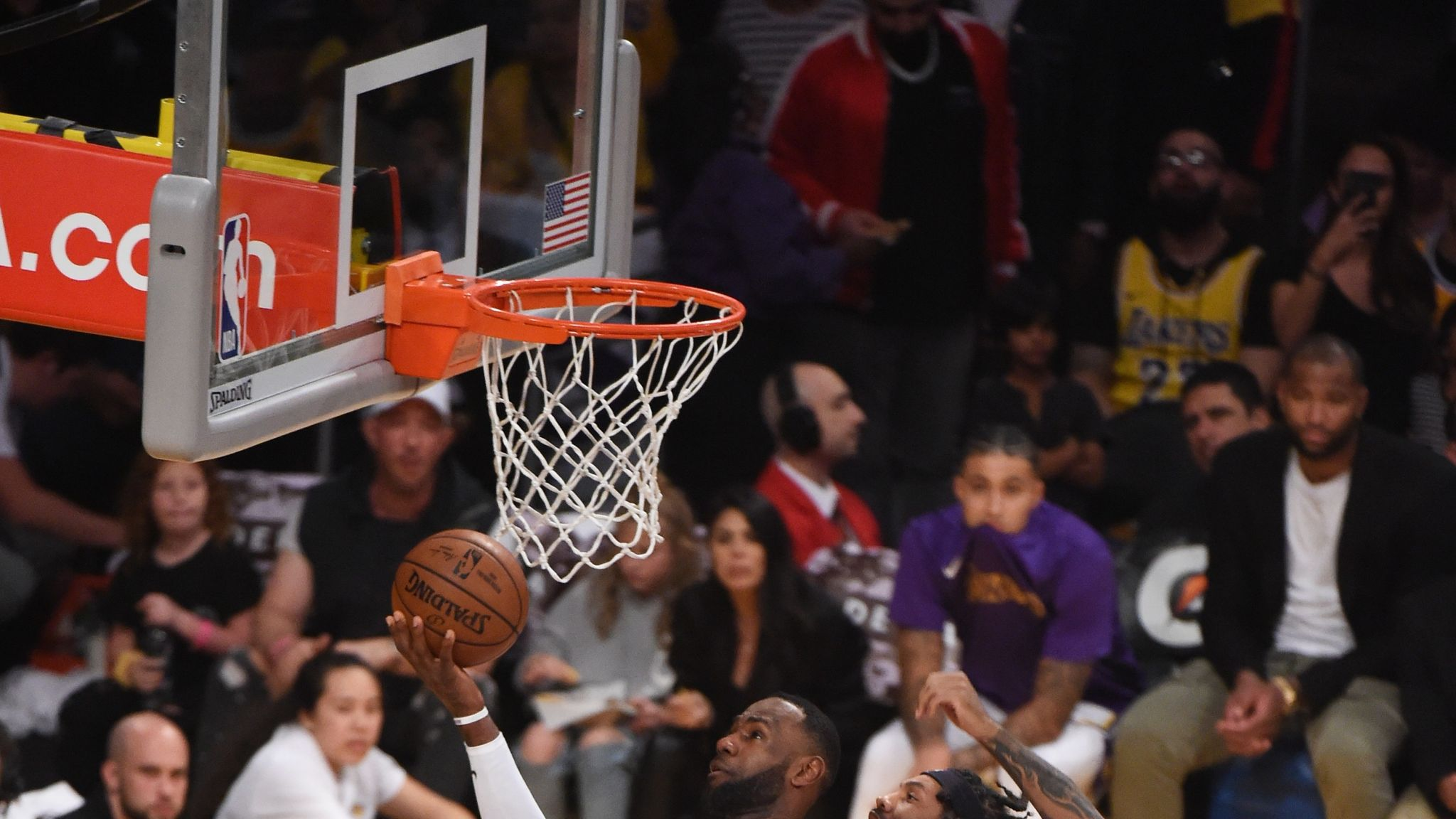 LeBron James leads Los Angeles Lakers with 33-point double-double in easy Atlanta Hawks win