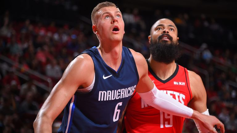Kristaps Porzingis and Tyson Chandler compete for a rebound