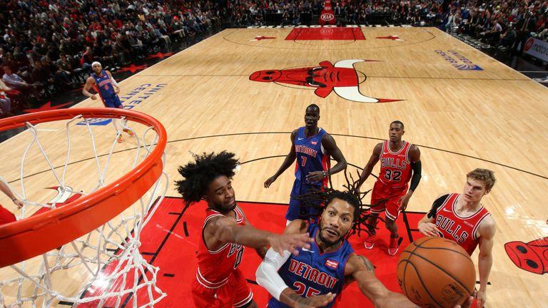 Derrick Rose attacks the basket against the Chicago Bulls