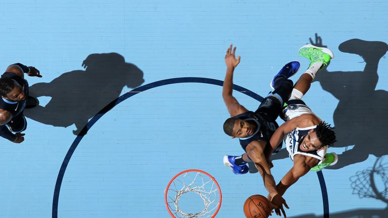 Towns attacks the basket against the Memphis Grizzlies