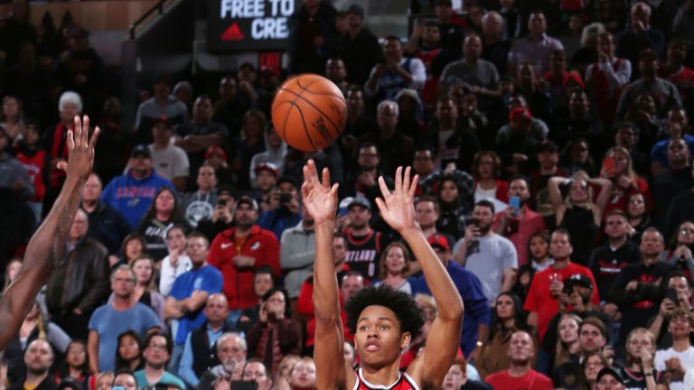 Anfernee Simons raises up from three-point range