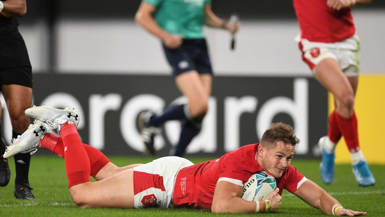 Hallam Amos got Wales back into the Test in the first half with a well-taken try