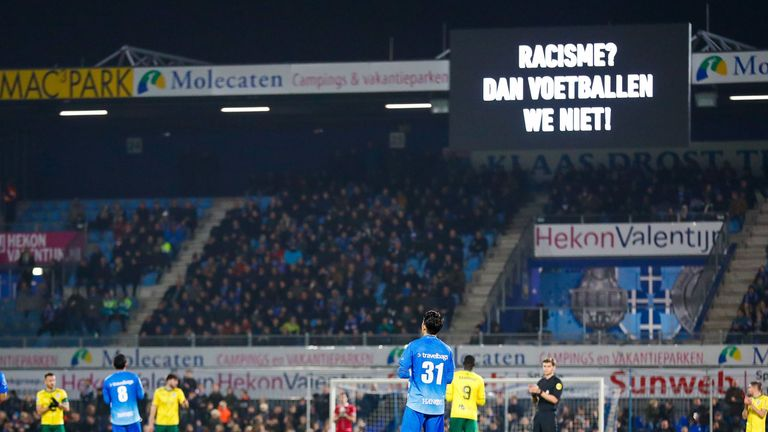 PEC Zwolle and Fortuna Sittard observe the minute's protest