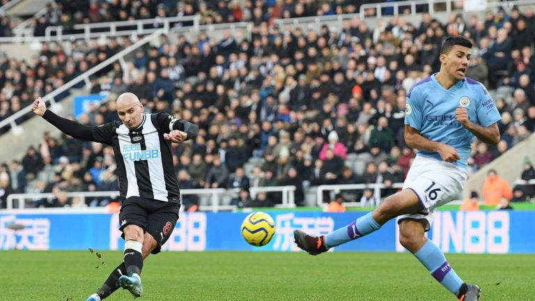Jonjo Shelvey scores Newcastle's second goal against Manchester City