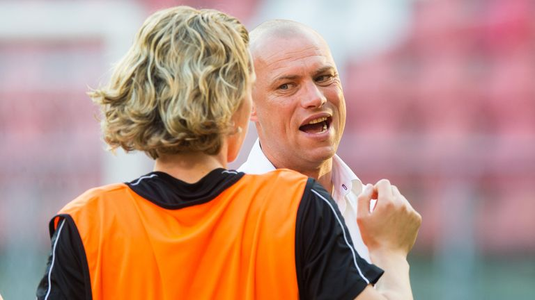 Kevin Hofland gives instructions to Todd Cantwell during a training session at Fortuna Sittard in 2018