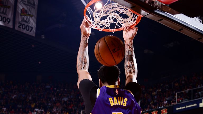 Anthony Davies dunk