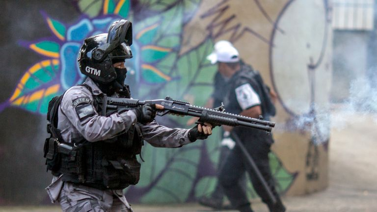 Riot police disperse fans of Flamengo