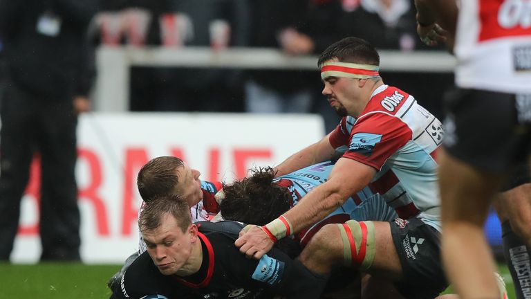 Nick Tompkins scored the opening try as Sarries clinched a comfortable win