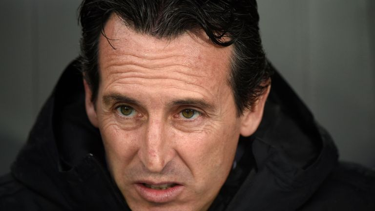 Unai Emery looks on from the bench during Vitoria Guimaraes vs Arsenal