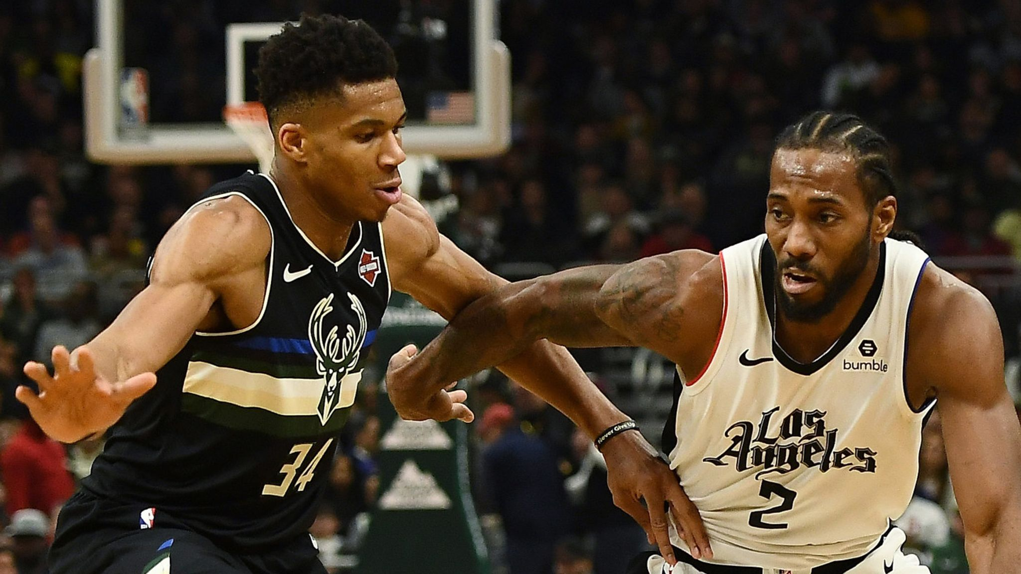 Milwaukee Bucks blow out LA Clippers to extend win streak to 14 games