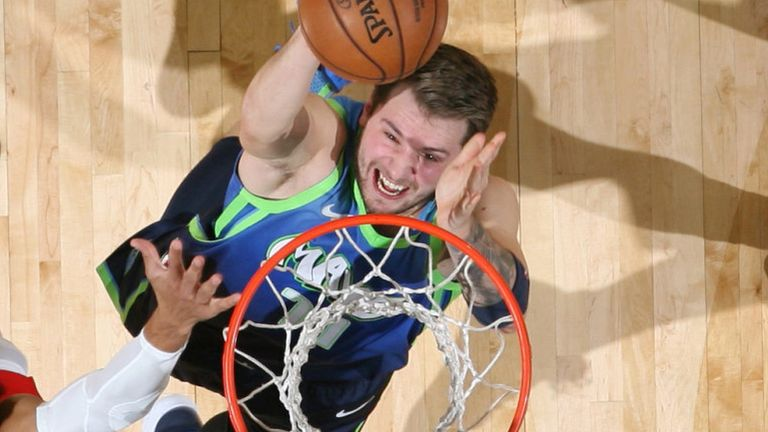 Luka Doncic scores with a lay-up against the Pelicans