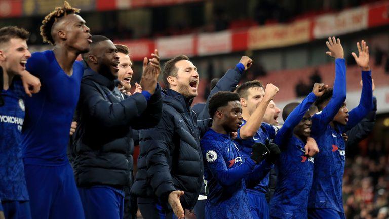 Frank Lampard y sus jugadores celebran su victoria por 2-1 sobre el Arsenal