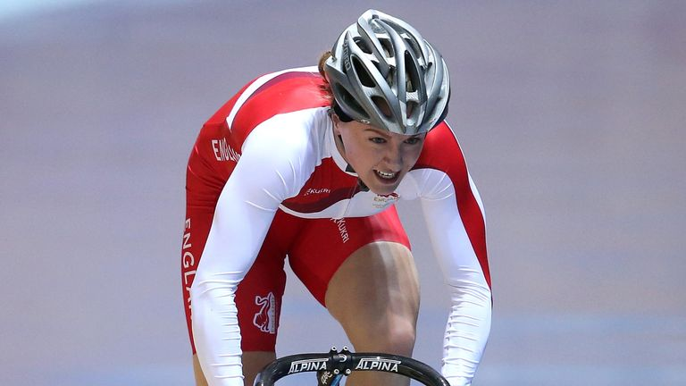 British track cyclist Vicky Williamson is switching sports to compete in bobsleigh.