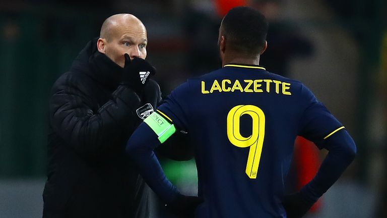 Freddie Ljungberg gives instructions to Lacazette during Arsenal's 2-2 draw with Standard Liege