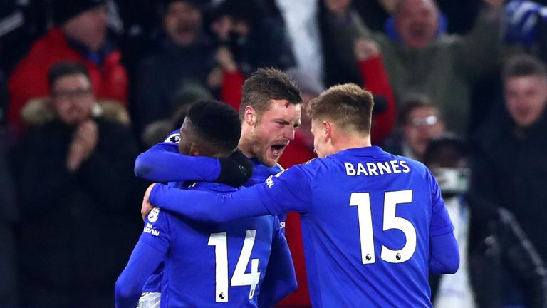 Jamie Vardy celebrates his equaliser for Leicester against Everton