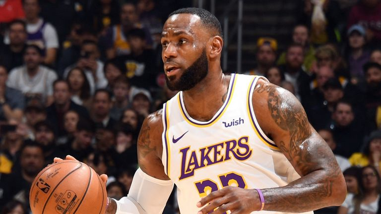 Lebron James Orchestrates As La Lakers Comfortably Hold Off