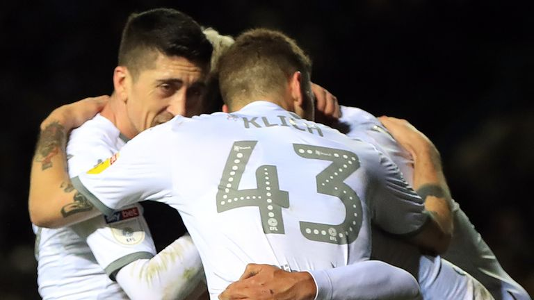 Leeds beat Hull to move back to the top