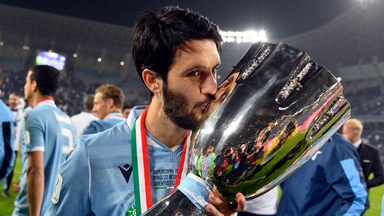 Luis Alberto celebrates with the Italian Super Cup after Lazio beat Juventus