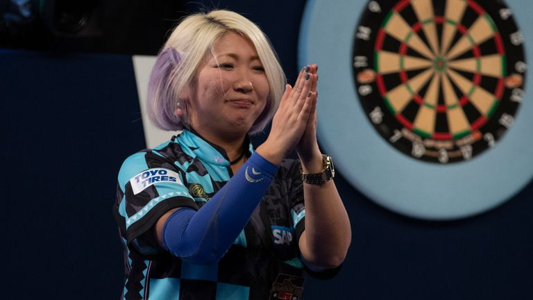 Suzuki remains on course to defend her title