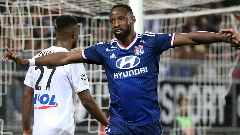 Moussa Dembele celebrates his first goal during the Ligue 1 match against Amiens on September 13, 2019