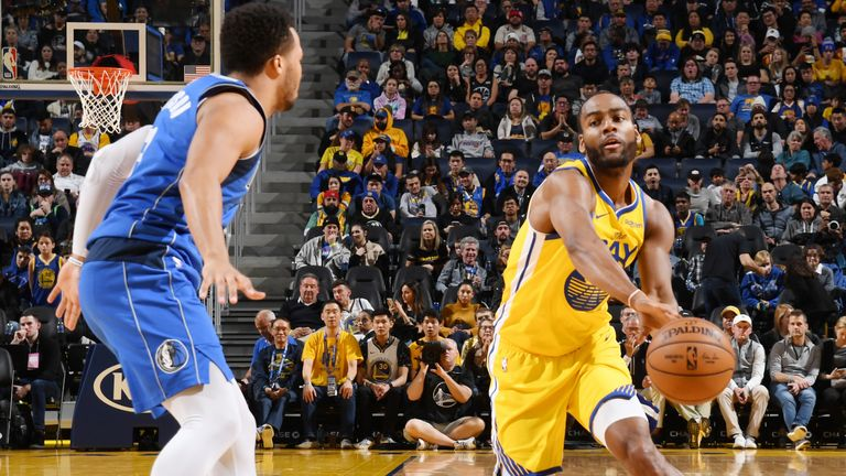 SAN FRANCISCO, CA - DECEMBER 28: Alec Burks #8 of the Golden State Warriors passes the ball against the Dallas Mavericks on December 28, 2019 at Chase Center in San Francisco, California. NOTE TO USER: User expressly acknowledges and agrees that, by downloading and or using this photograph, user is consenting to the terms and conditions of Getty Images License Agreement. Mandatory Copyright Notice: Copyright 2019 NBAE (Photo by Noah Graham/NBAE via Getty Images)